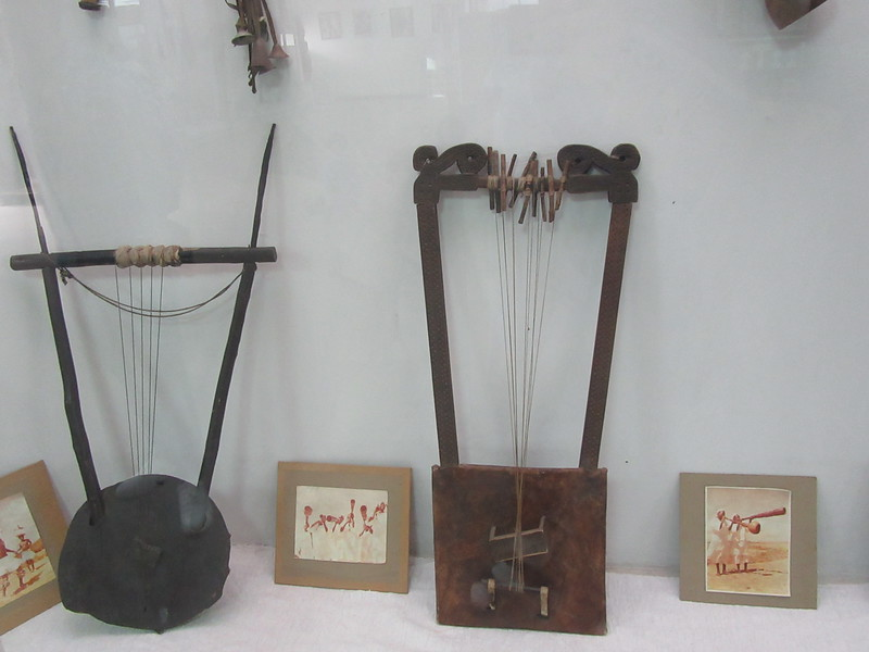 504_Traditional Musical Instruments   The Krar  (secular purpose) has normally 4 to 10 strings  The Harp (religious purpose)