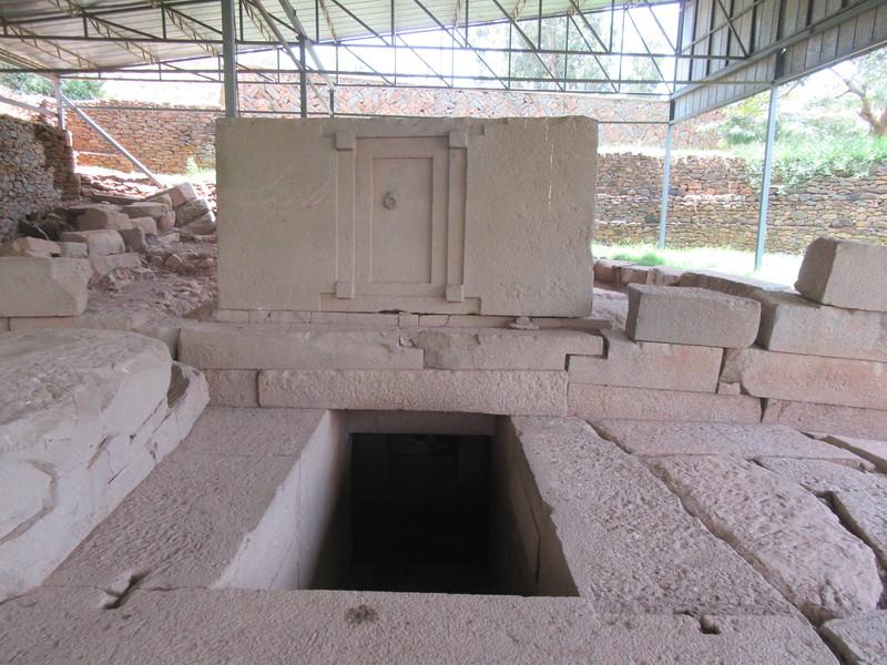 071_Axum  Tomb of False Door, 4th C AD  The Door sides (the 4 cornes) are typically Lalibela design