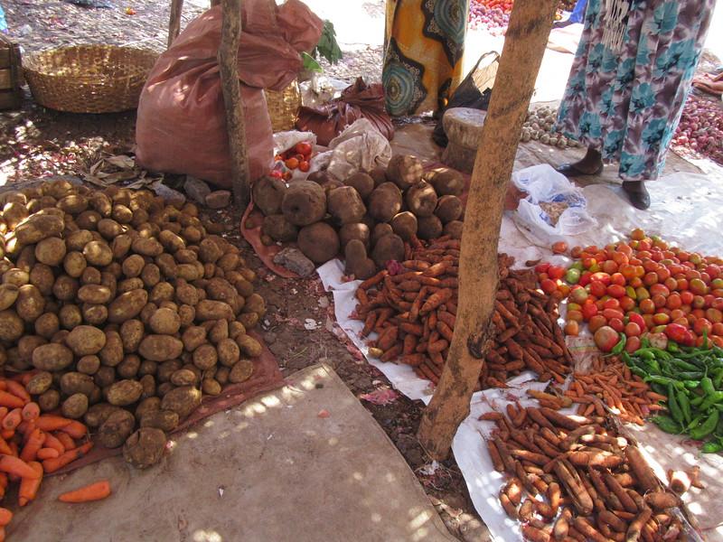 586_Arba Minch  Market  Sweet Potatoes, Potatoes, Carrots, Beetroots, Tomatoes, Green Peppers