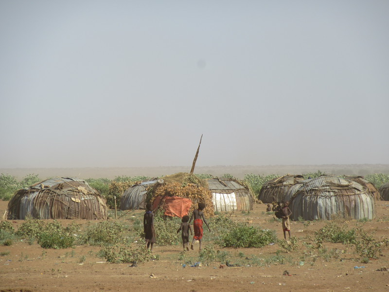 822_Dassenech  Family lives nearby and bring food to boys  Celebration finished, move huts back in village