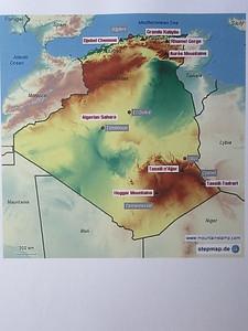 003_Algérie  Le Sahara est le plus grand désert du monde (9 millions de Km2) et les 90% de l'Algérie appartiennent à cette immense mer