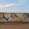 054_Niable  Ville Royale  Muralle, des derniers Rois  À gauche (le premier roi)  Au centre (le roi actuel)  À droite (le roi précédent, décédé en 2000)