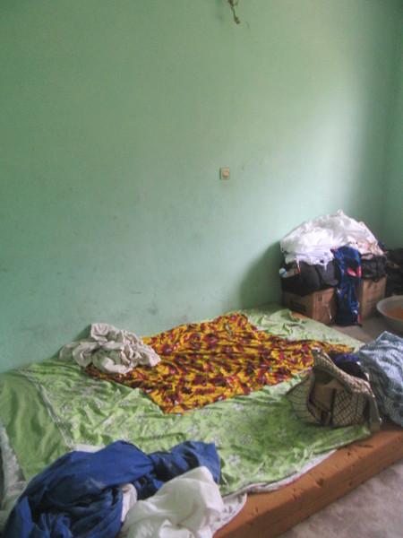 016_Aniassué  L'École des Femmes Fétiches Komians  2 de 20  Maison et chambre typique  Ne sortent pas  Pas de visiteurs, pas de sexe