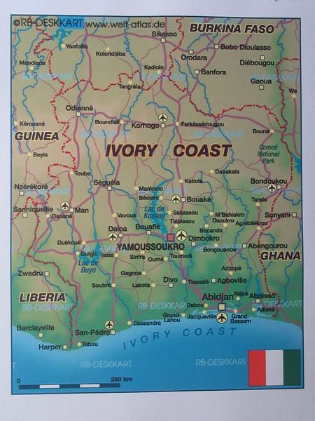 004_Côte d'Ivoire  37% des résidents sont d'origines étrangères (bien intégré)  Mix Chrétien (30%) et Musulman (30%)  En campagne, animiste