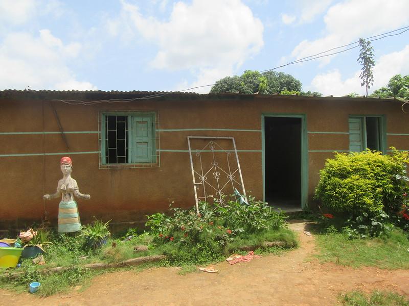 018_Aniassué  L'École des Femmes Fétiches Komians  4 de 20  La Maison des Dieux