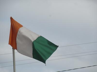 005_Côte d'Ivoire  Drapeau  Jaune (La terre riche et fertile)  Blanc (La Paix de Droit)  Vert (L'Espérance)
