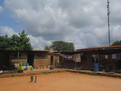 015_Aniassué  École des Femmes Fétiches Komians  1 de 20  18 mois d'internat et première consultation  Si réussit, 18 mois add  de perfectionnement