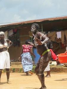 032_Aniassué  L'École des Femmes Fétiches Komians  18 de 20  Les Danses Komians  Initiation après 18 mois  Eveiller-attirer les bons esprits