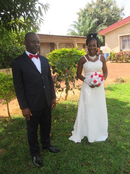 040_Mariage  10am, mariage à la sous-préfecture (80 inv)  11am, mariage religieux à l'église (80 inv )  Photos  14pm, réception, 80 inv , 400 réels  Fin à 21pm
