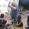 057_Bananes Plantains et Manioc  Bouillir, Séparer, Piller (faire une pâte en ajoutant peu d'eau), Mélanger les 2 pâtes, Ajouter la sauce piquante