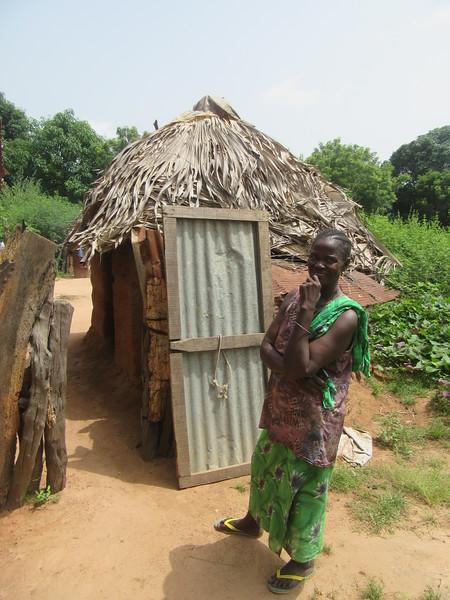 011_Casamance  Maison typique (en banco)  3 de 21  L'Entrée arrière (là ou tout se fait)