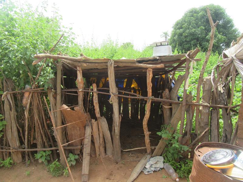 019_Casamance  Maison typique (en banco)  11 de 21  L'Espace pour la chèvre