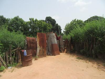 016_Casamance  Maison typique (en banco)  8 de 21  L'Espace reservé pour la Douche (à gauche) et la Toilette (à droite)