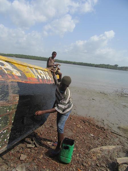040_Le Littoral  Fatala  Le Port de Pêches  Réparations avec du goudron