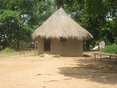 024_Le Littoral  Maisonnette en banco, toit en feuille de palmier