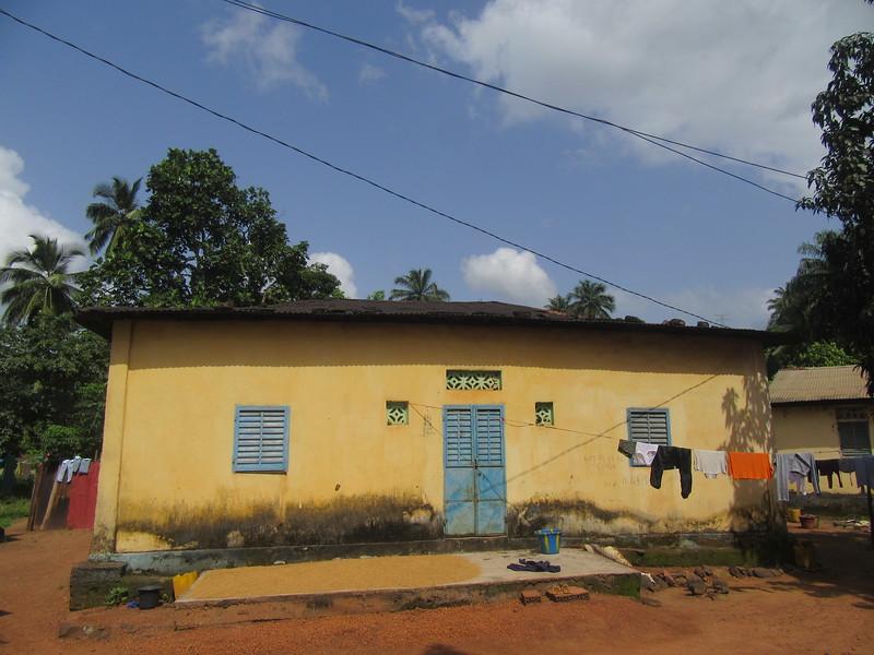 017_Dubreka  Le village Bondabon  Maison coloniale (avant 1958)