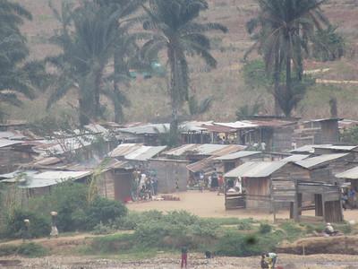 032_Bujumbura  Banlieu de Kanyosha  Village de casseur de pierres