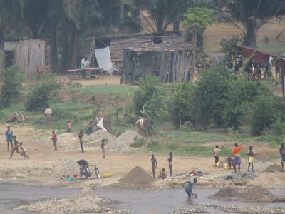 033_Bujumbura  Banlieu de Kanyosha  Village de casseur de pierres