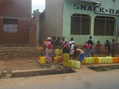 031_Bujumbura  Banlieu de Kanyosha  L'eau