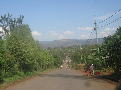 022_Route entre Bukavu et Le Parc National de Kahuzi-Biega  Portion de route payée par la Chine
