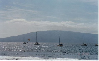 02_Maui_Beach_Sailing_and_Parasailing