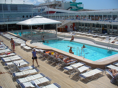 18_Sun_Deck_Swimming_Pool