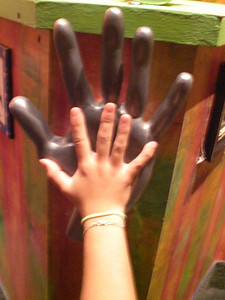 025_Orlando_Rypley's Believe It or Not_Sandou hand on a big hand