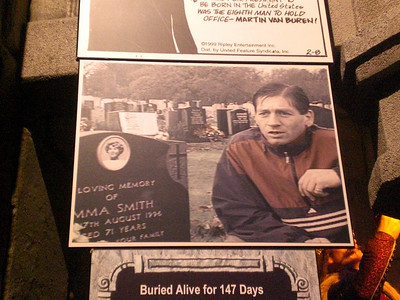 035_Orlando_Rypley's Believe It or Not_Buried alive for 147 days