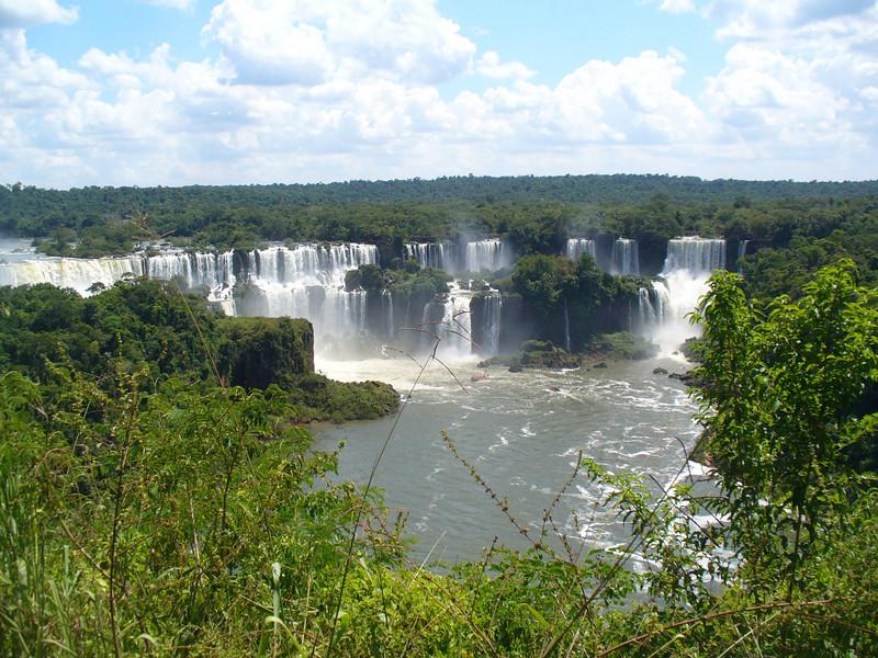 016 Iguacu Falls, Cataracas Trail, 1,2 km along the Iguacu River