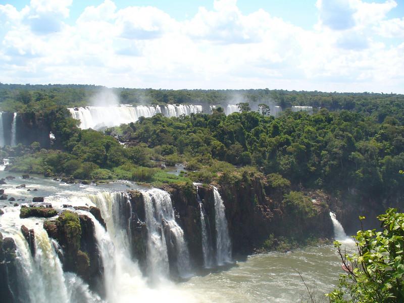 024 Iguacu Falls, Cataracas Trail, 1,2 km along the Iguacu River