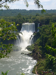 019 Iguacu Falls, Cataracas Trail, 1,2 km along the Iguacu River