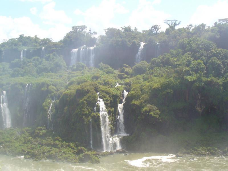 027 Iguacu Falls, Cataracas Trail, 1,2 km along the Iguacu River