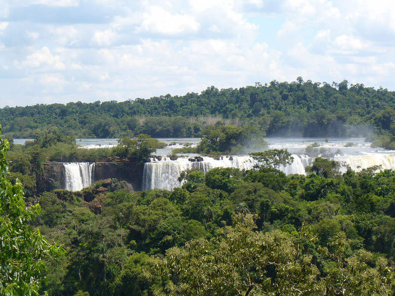 015 Iguacu Falls, Cataracas Trail, 1,2 km along the Iguacu River