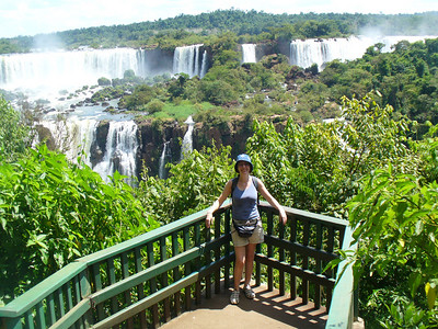 020 Iguacu Falls, Cataracas Trail, 1,2 km along the Iguacu River, Luce
