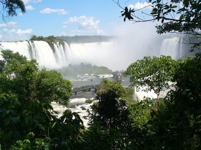 025 Iguacu Falls, Cataracas Trail, 1,2 km along the Iguacu River, Garganta do Diablo