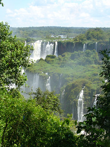 026 Iguacu Falls, Cataracas Trail, 1,2 km along the Iguacu River