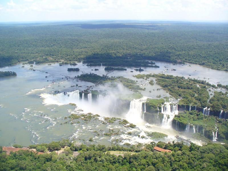 010 Iguacu Falls, 275 Falls, 3km large, Height 80 meters