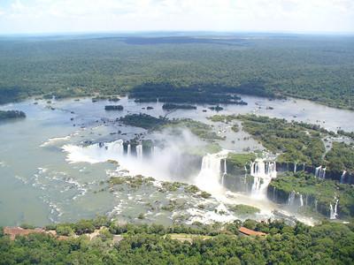 010 Iguacu Falls, 275 Falls, 3km large, Height 80 meters