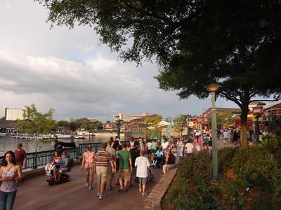 013 Jour 1, Downtown Disney