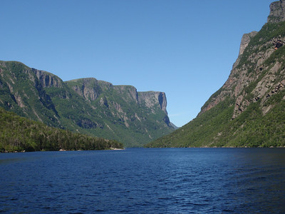 487_600 metre cliffs line glacially carved Western Brook Pond