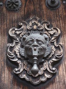 027  Antigua  Door Knock