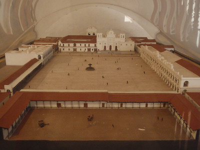 037  Antigua  Modelo de la Plaza Mayor  1700
