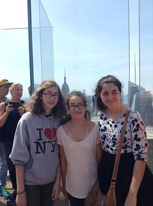 023_New York City  Top of the Rock, Observation Deck, Rockefeller Center  Léonie, Joelle, Marianne