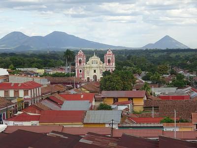043_Leon  Panoramic View  Iglesia El Calvario  18th  C  Architecture Coloniale  Toits de tuiles rouges et aux murs peints de couleurs chaudes