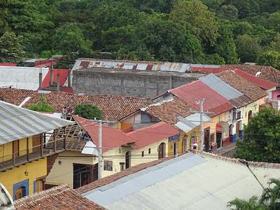 045_Leon  Panoramic View  Architecture Coloniale  Toits de tuiles rouges et aux murs peints de couleurs chaudes