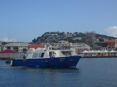 020_Les Trois Ilets et L'Anse Mitan  La navette rejoint Fort-de-France en 20 minutes  7 Euros AR