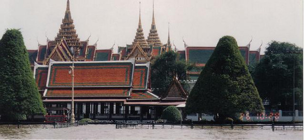 08_Bangkok_Imperial_Palace_Floading