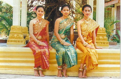 06_Phnom_Penh_Khmer_Traditional_Costumes