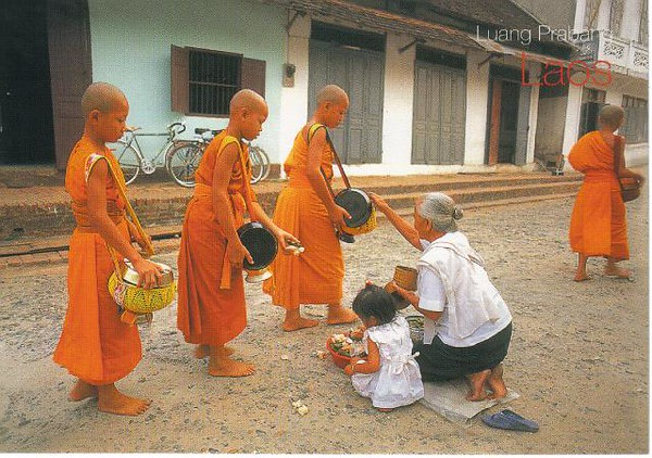 11_Luang_Pradang_Offerings