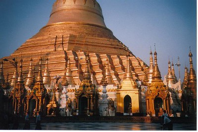 05_Ya_Shwedagon_Pagoda_means_Umbrella